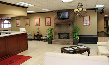 Lobby at Cottonwood Suites Savannah Hotel & Conference Center in Pooler