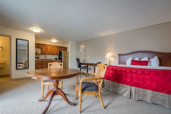Guestroom at Cottonwood Suites Savannah Hotel & Conference Center in Pooler