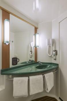 ibis Lourdes - Bathroom  - #0