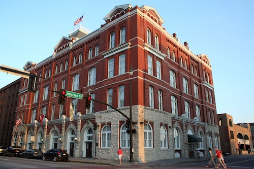 . Hotel Indigo Savannah Historic District