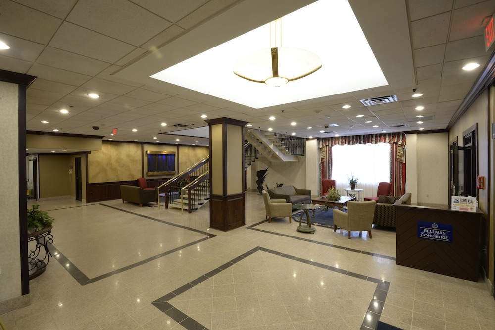 Hotel : Interior Entrance 3 of 125