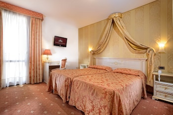 泰利羅莎大使飯店