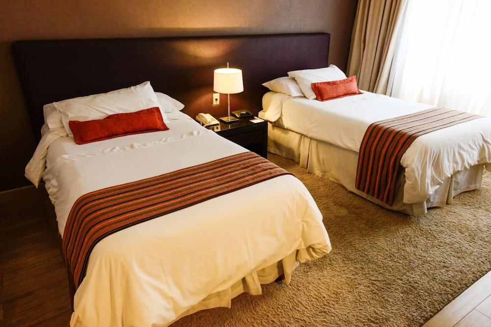 https://i.travelapi.com/hotels/1000000/30000/20500/20496/0a7b4d6d_z.jpg