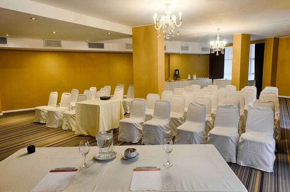 https://i.travelapi.com/hotels/1000000/30000/20500/20496/71d41f30_z.jpg