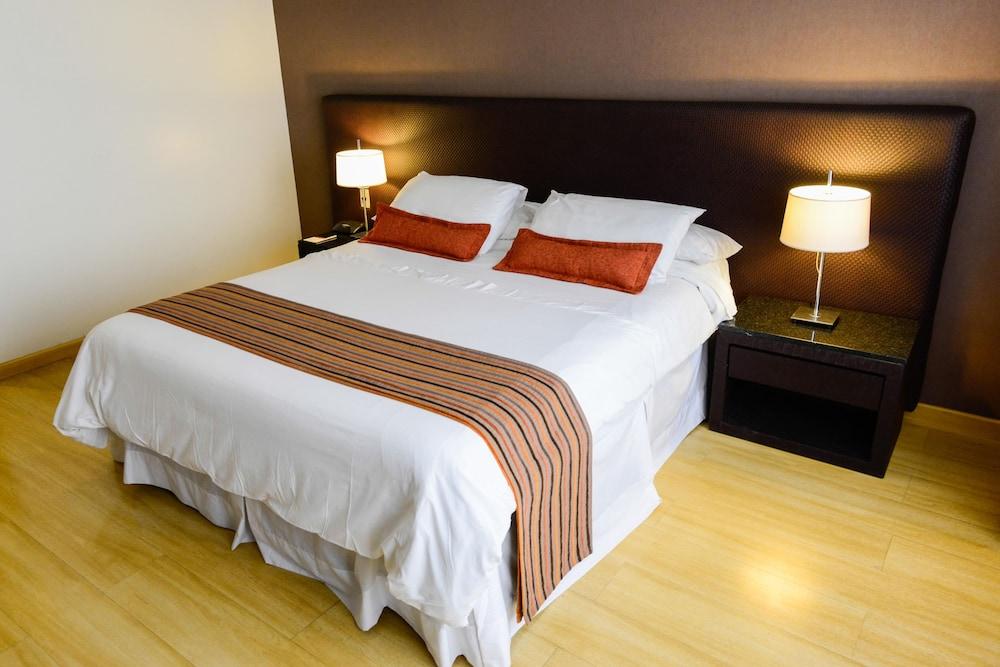 https://i.travelapi.com/hotels/1000000/30000/20500/20496/797e2732_z.jpg