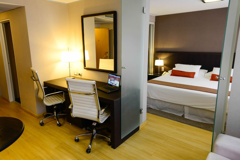 https://i.travelapi.com/hotels/1000000/30000/20500/20496/7f3ff5a2_z.jpg