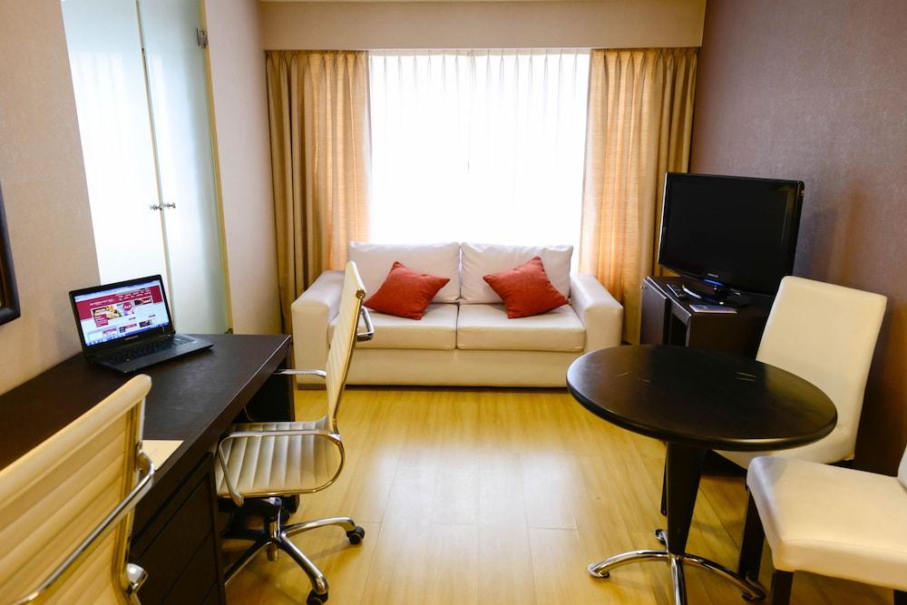 https://i.travelapi.com/hotels/1000000/30000/20500/20496/85c9692b_z.jpg