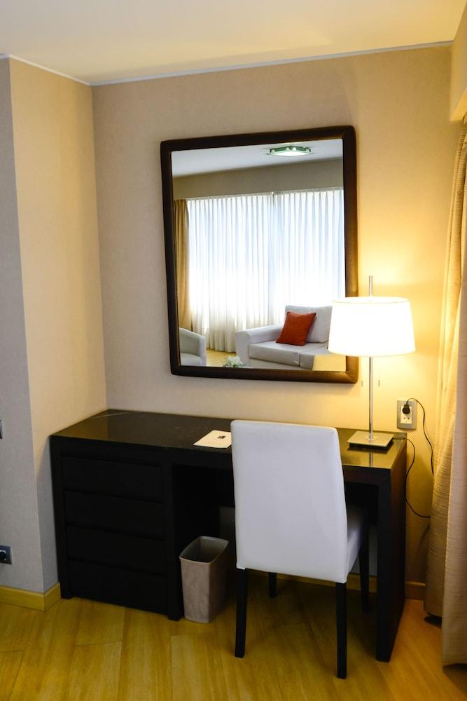 https://i.travelapi.com/hotels/1000000/30000/20500/20496/86fc9f7e_z.jpg