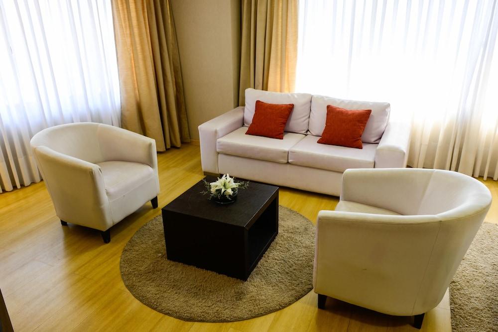 https://i.travelapi.com/hotels/1000000/30000/20500/20496/97efa363_z.jpg