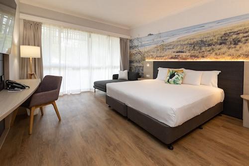 . Novotel Sunshine Coast Resort Hotel