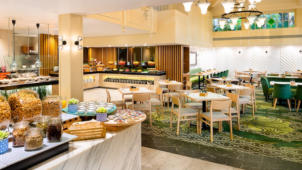 Intercontinental Sanctuary Cove Resort Qantas Hotels