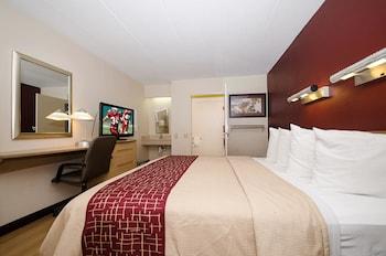 Guestroom at Red Roof Inn Philadelphia - Trevose in Feasterville-Trevose