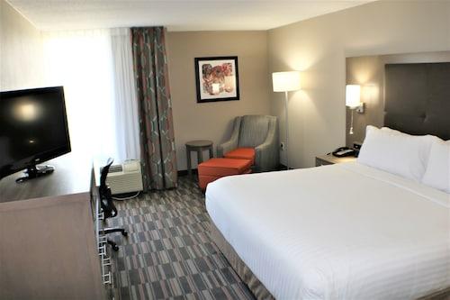 . Holiday Inn Express Woodstock-Shenandoah Valley, an IHG Hotel