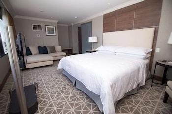 Diplomat Suite, 1 King Bed, Non Smoking