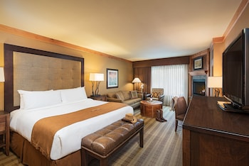 Premium Suite, 1 King Bed with Sofa bed, Fireplace