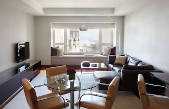 Grand, Executive Suite