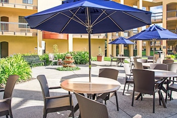 San Francisco Vacations - Comfort Inn and Suites San Francisco Airport North - Property Image 1