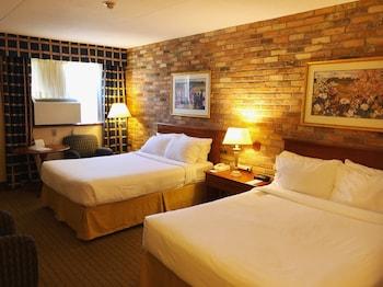 Room, 2 Queen Beds, Non Smoking (Below Main Floor)