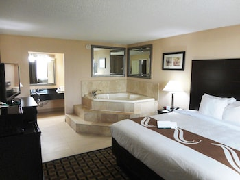Suite, 1 King Bed, Non Smoking (with Jetted Tub)