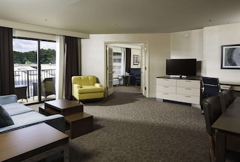 Premium Suite, 1 King Bed with Sofa bed