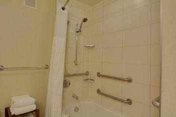 Classic Room, 2 Queen Beds, Accessible, Bathtub