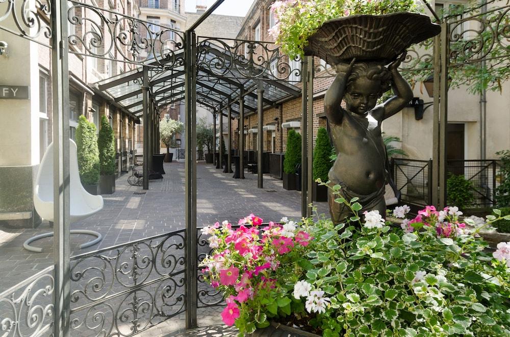 Les Jardins Du Marais Paris Hotel