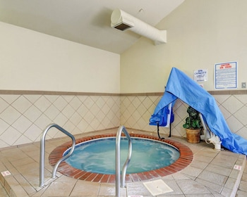 Quality Inn - Pool  - #0