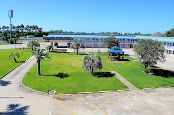 Motel 6 Winnie TX