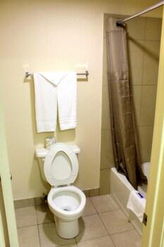 Motel 6 Winnie TX - Bathroom  - #0
