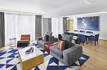 Suite (Acropolis)