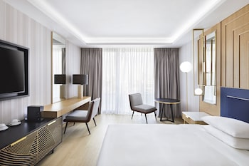 Deluxe Room, 1 King Bed (Acropolis View)