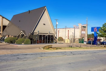 Hotel - Motel 6 Arlington,TX - Uta