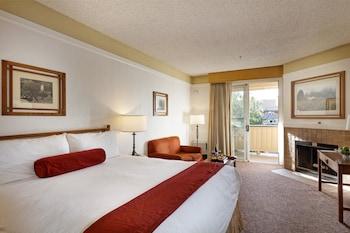 Standard Room, 1 King Bed, Non Smoking, Balcony