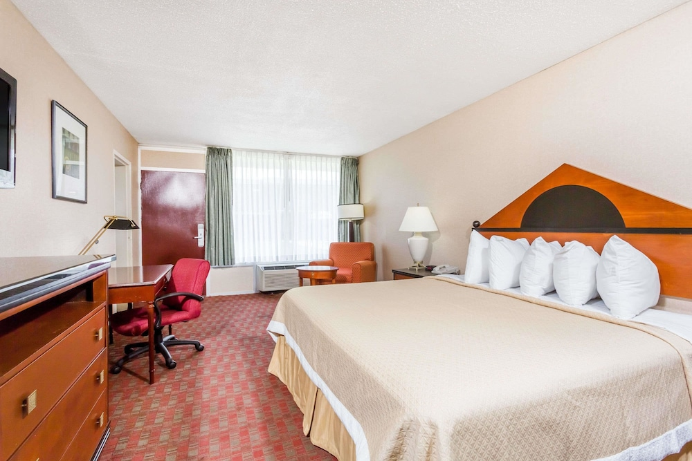 Suite : Suite, 2 Double Beds, Refrigerator & Microwave 2 of 45