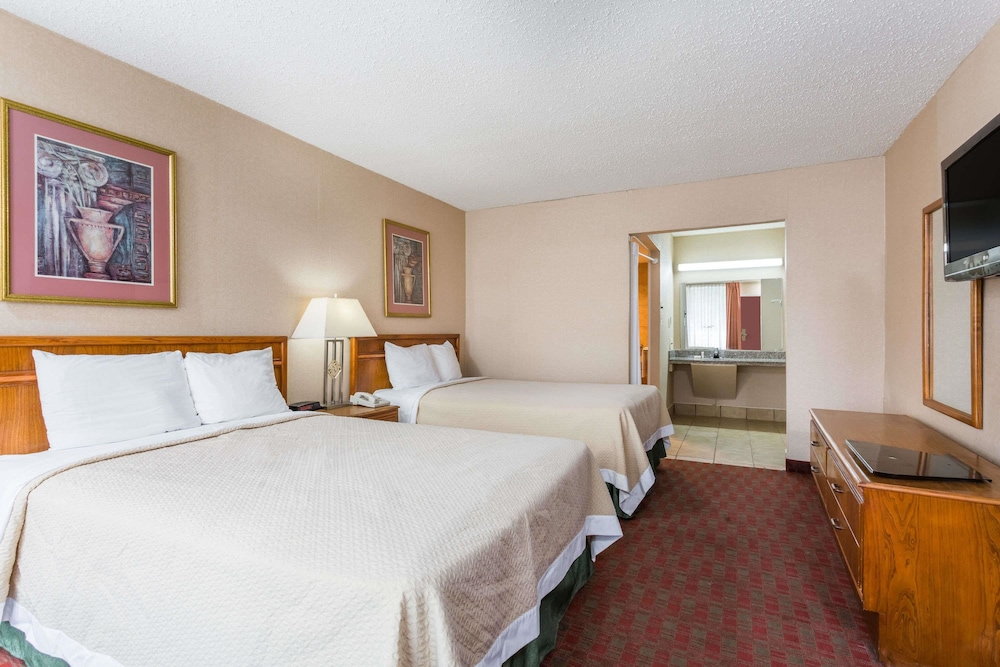 Room : Room, 2 Double Beds, Accessible 8 of 45