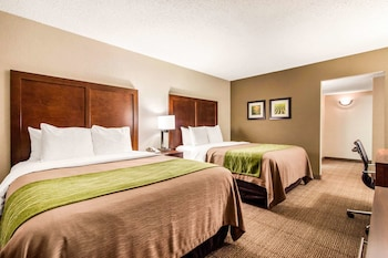 Suite, Multiple Beds, Non Smoking (3 Queen Beds)