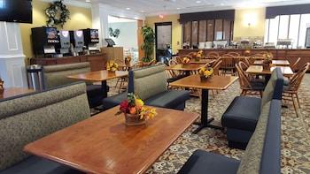 Wyndham Garden Williamsburg Busch Gardens Area - Breakfast Area  - #0