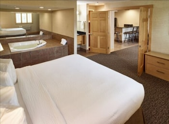 Signature Suite, 1 King Bed, Non Smoking (Jacuzzi)