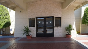 Exterior at Travelodge by Wyndham North Richland Hills/Dallas/Ft Worth in North Richland Hills
