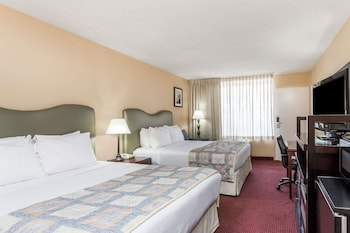 Guestroom at Ramada by Wyndham Altamonte Springs in Altamonte Springs