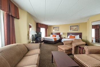 Suite, 2 Queen Beds, Non Smoking, Refrigerator & Microwave (Third bed is a Sofabed)