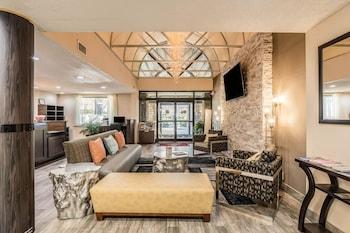 Hotel - Clarion Inn & Suites