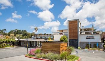 Carmel Mission Inn & Fuse Lounge Café