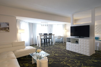 Suite, 1 King Bed (Harbour)