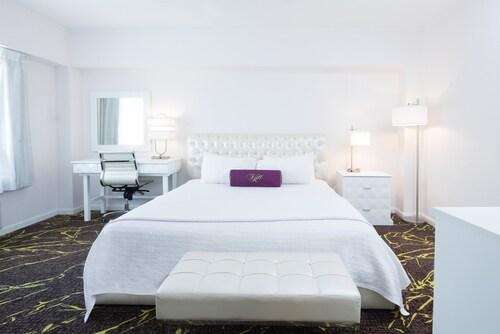 The Roslyn Hotel, Nassau