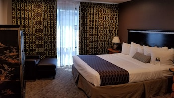 Suite, 1 King Bed, Accessible, Non Smoking (Walk-in Shower)