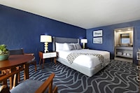 Room, 1 King Bed (Inland)
