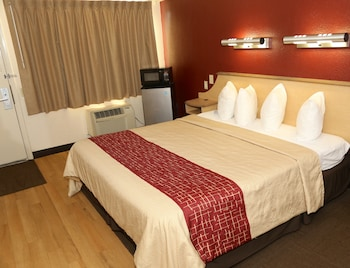 Superior Room, 1 King Bed, Accessible, Non Smoking (Roll-In Shower)