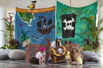 お子様用の遊び場 - 屋外