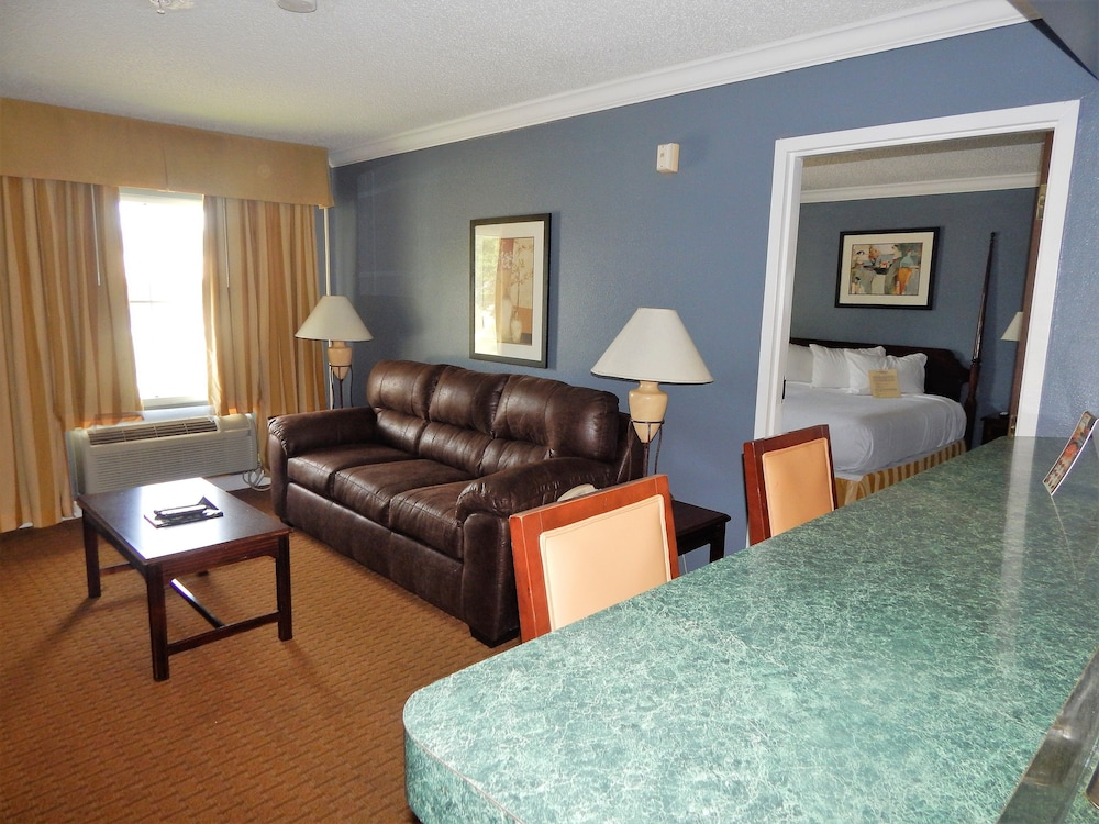 Suite : Studio Suite, 1 King Bed, Kitchenette 5 of 65
